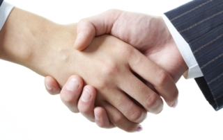 Two business professionals shaking hands, which represents Evolved Office's partnership with Pontrelli Marketing